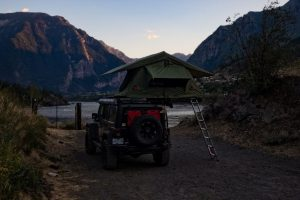 Simon Ratcliffe Photo of Lucille and her roof top tent on the Fraser River at dusk