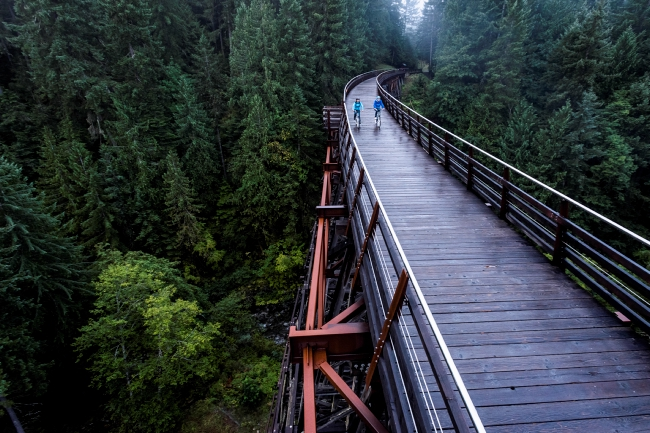 Couple cycling over Kinsol Trestle (Koksilah River Trestle) in the Cowichan Valley Photo: Destination BC/Reuben Krabbe